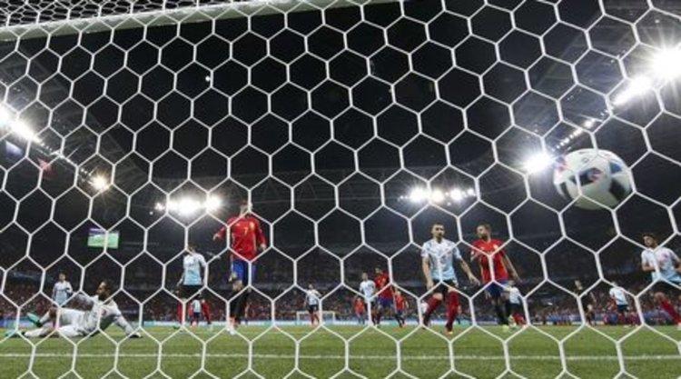 Шампионът Испания подчини Турция и е на осминафинал на Евро 2016