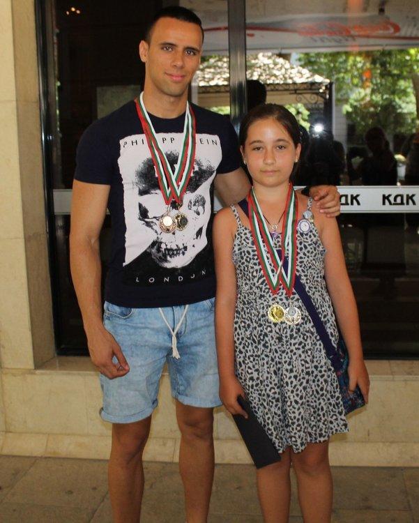 При индивидуалните участници с медали са Стела Бинева и Марио Илиев