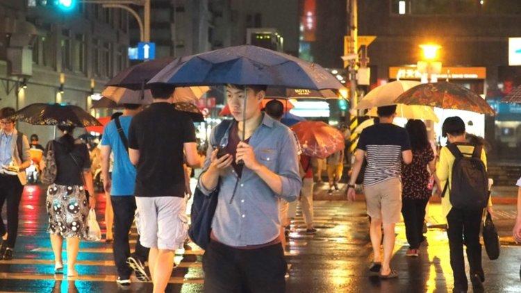 Мощен тайфун удари Тайван