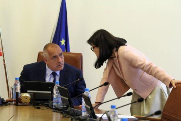 Министри искат държавна намеса в университетските специалности