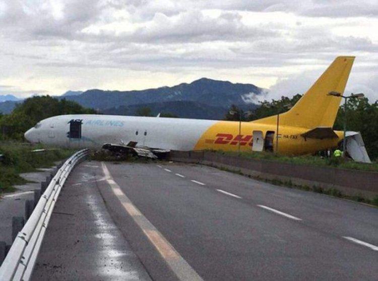 Товарен самолет на DHL се разби в Италия