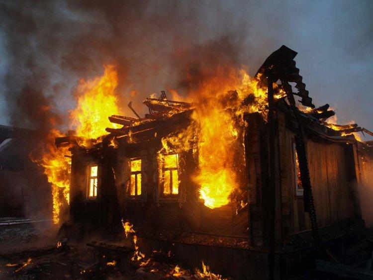 Мъж изгоря при пожар в столицата, жена е с опасност за живота