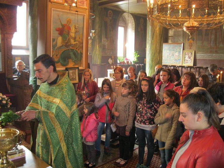 """Пета учебна година започна в Неделното училище при храм """"Св. Николай Чудотворец"""" в Смолян"""