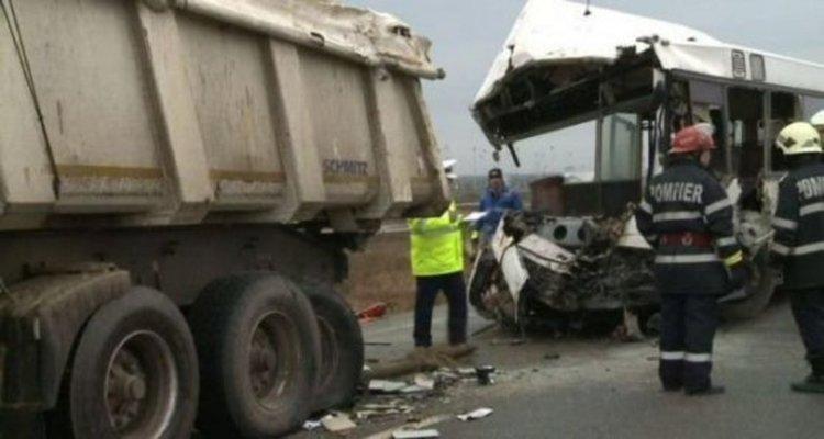 Четирима загинаха, а 35 бяха ранени при верижна катастрофа в Румъния