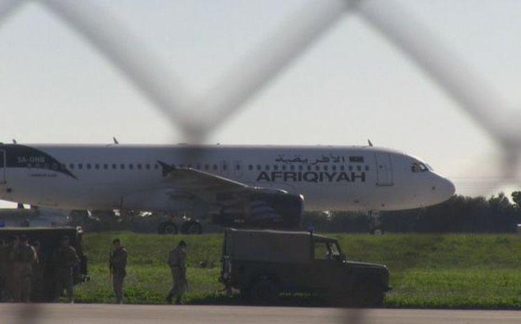 Отвлечен пътнически самолет кацна в Малта
