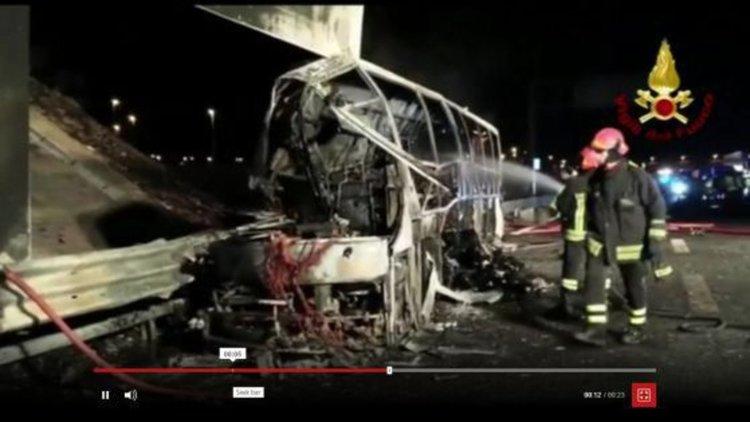 Учител, спасил много ученици от горящ автобус, загуби децата си в пожара
