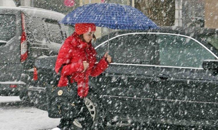 Времето от днес до неделя: Дъжд, сняг, студ
