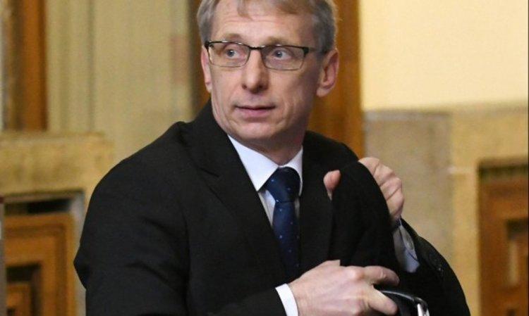 Министър Денков: Лекари няма за училищата