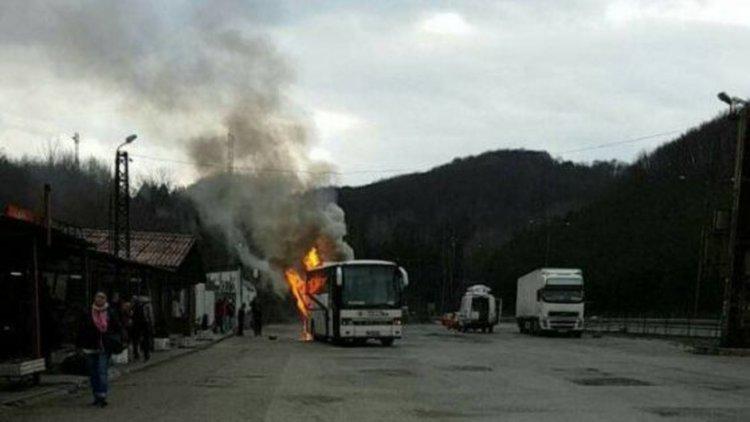 """Автобус с 20 пътници пламна в тунел на """"Тракия"""""""