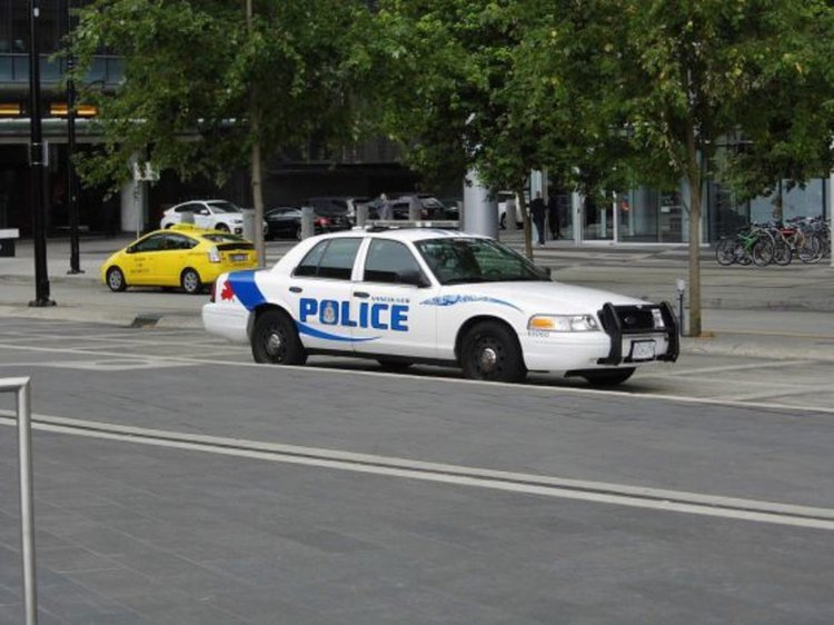 Два малки самолета се удариха над Монреал, пилот загина