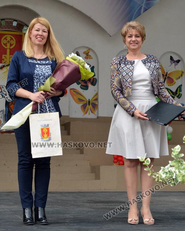 Гергана  Петрова/вляво/