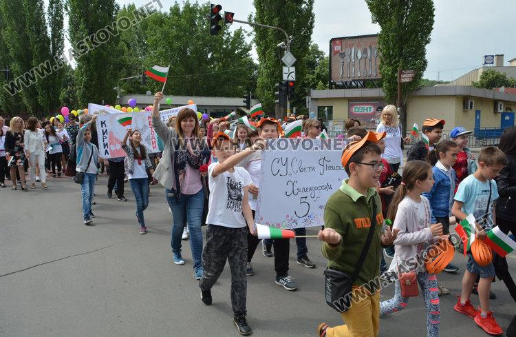 Пъстро шествие на училищата и награди за учителите развълнуваха Хасково на 24 май