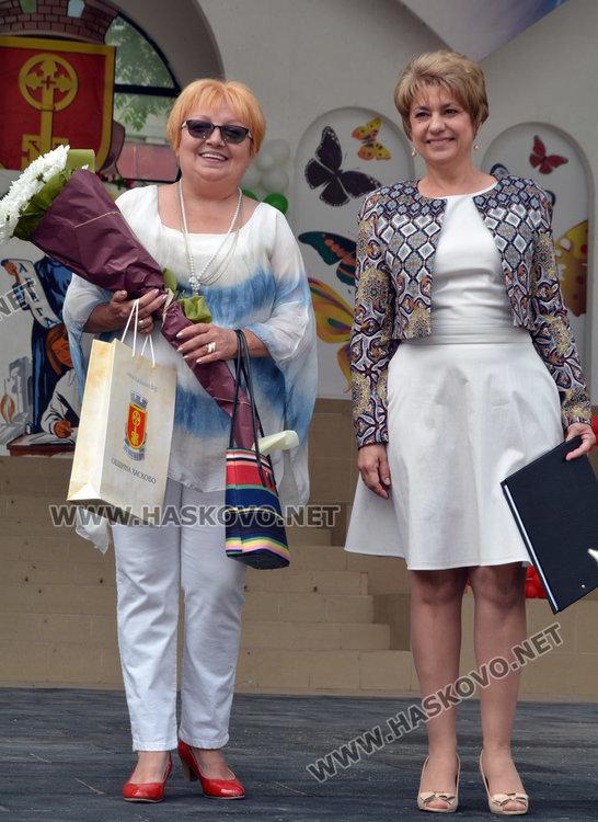 Мария Маринова/вляво/