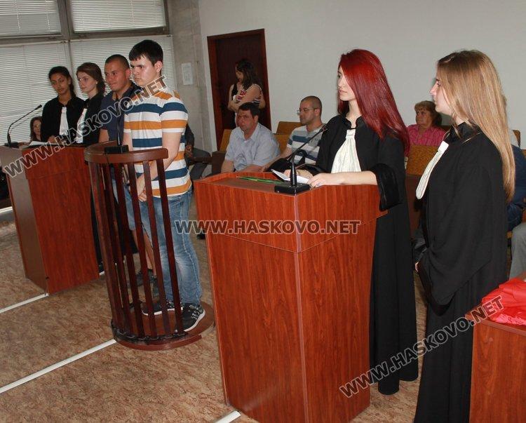 Ученици разрешиха в съда въпроса за обезщетенията на тракийските бежанци