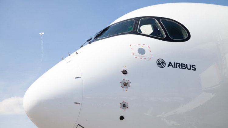 Airbus прави голям и луксозен А380