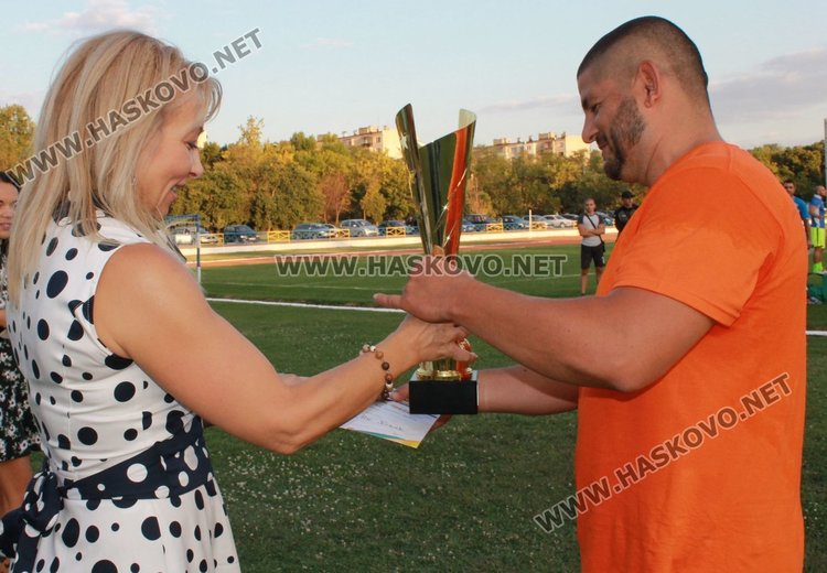 Наградиха победителите в турнира по футбол в Димитровград