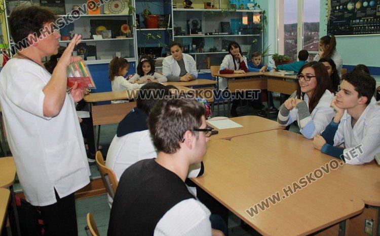 Богоровци запознават първокласници със забавната физика