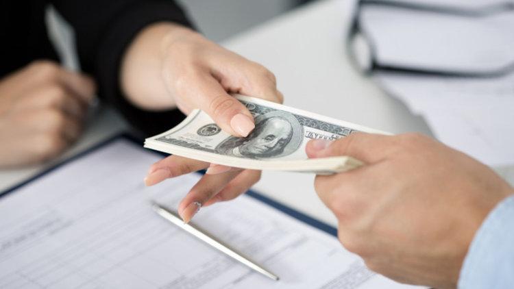 След данъчната реформа: Два US гиганта обявиха по $1000 бонус за над 300 000 служители