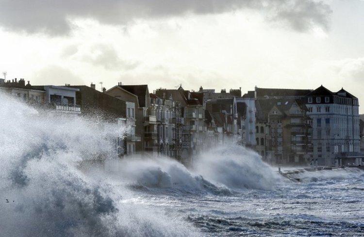 """Увеличават се жертвите на """"Елинор"""" във Франция"""