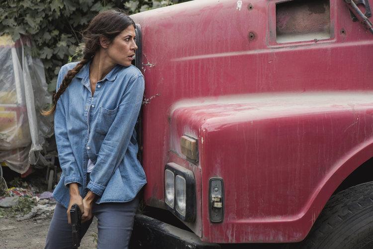 Карима Макадамс в ролята на Лейла Тоуми в предстоящия шпионски сериал на FOX ДЪЛБОКАТА ДЪРЖАВА (DEEP STATE). Copy Right: Fox Networks Group