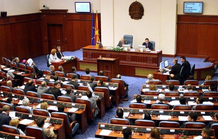 Парламентът на Македония прие албанския език за втори официален