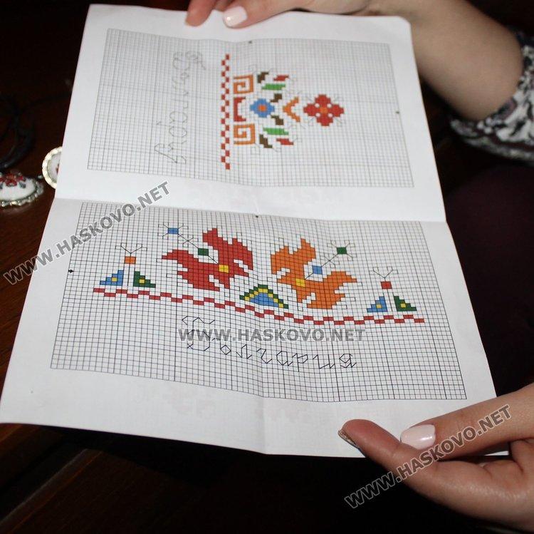 Димитровградчанка бродира бижута с български шевици