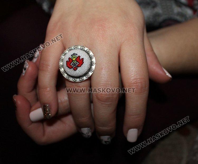 Един от изработените от Галя пръстени