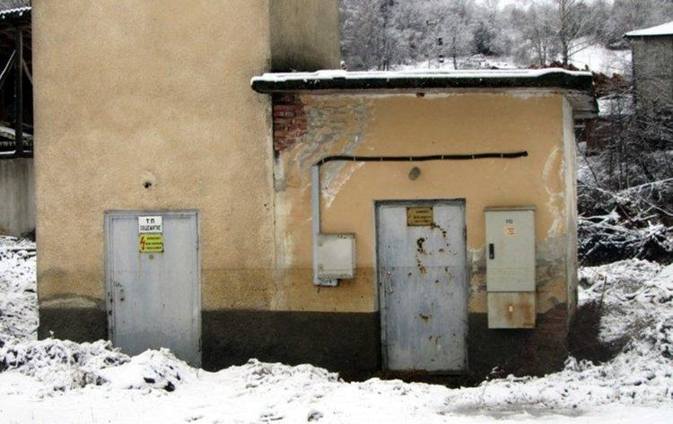 Проблеми с електрозахранването и телефонни връзки заради мокрия сняг