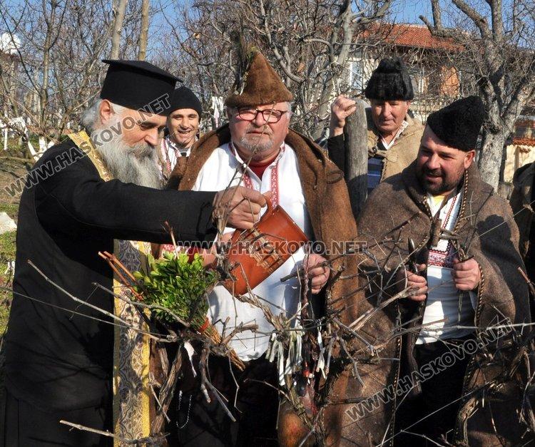 На 1 февруари празнуваха Трифон Зарезан в Голямо Асеново, снимка -архив