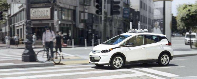 Хора нападат самоуправляващи се автомобили по улиците