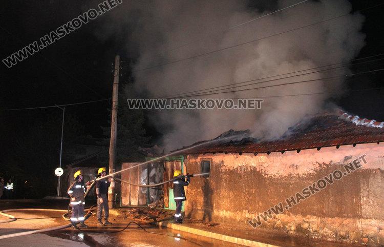 Газова бутилка подпали къща зад монумента на Св. Богородица, загина възрастен мъж