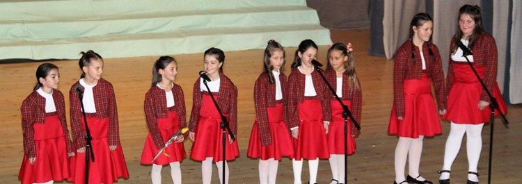 """Концерт """"На мама с  любов"""" препълни залата на читалище """"Христо Ботев"""" в Смолян"""