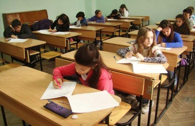 """384 деца решават задачи в състезанието """"Европейско кенгуру"""" в Димитровград"""