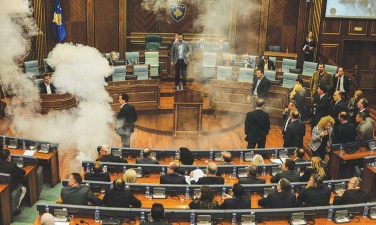 Сълзотворен газ в парламента в Косово за граничното споразумение с Черна гора
