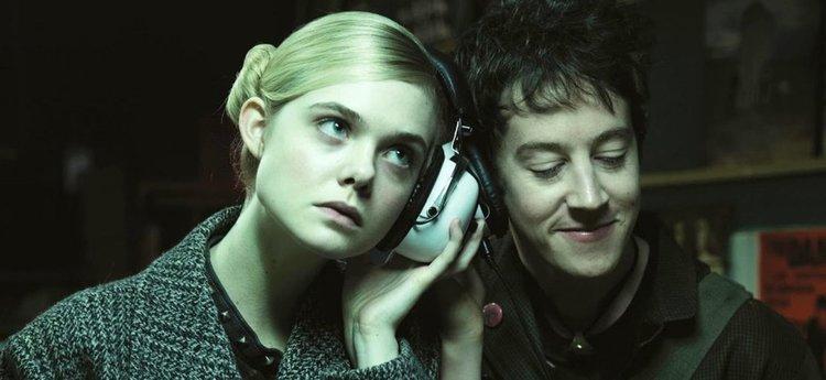 """Извънземни Ел Фанинг и Никол Кидман в """"Как да говориш с момичета на парти"""" (трейлър)"""