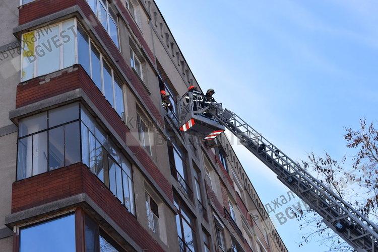 Работещ котлон и заключена тераса предизвика пожарникарска акция