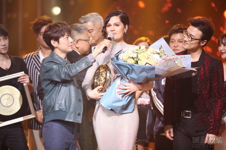 """Jessie J спечели в Китай с """"I Will Always Love You"""" на Уитни Хюстън (видео)"""