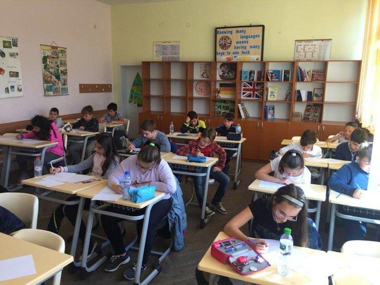 300 ученици решават задачи във Великденско математическо състезание