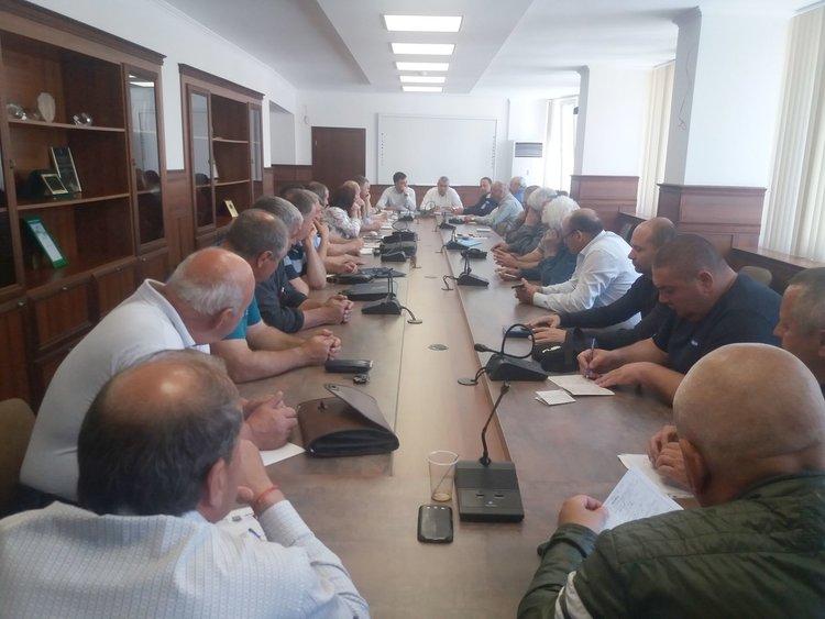 Обсъждаха асфалтирането на селските пътища в димитровградско