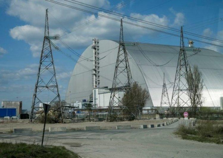Снимка на новия саркофаг, покрил авариралия четвърти реактор на АЕЦ Чернобил. Снимка: Reuters