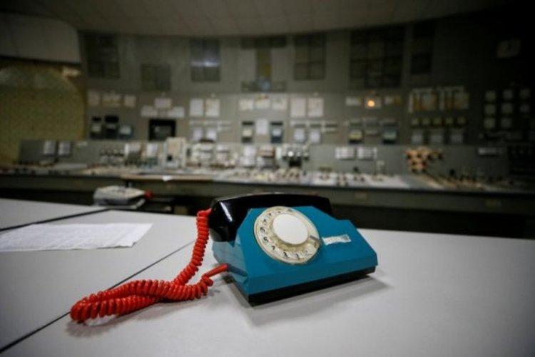 Телефонът в контролния център на спрения трети реактор. Снимка: Reuters