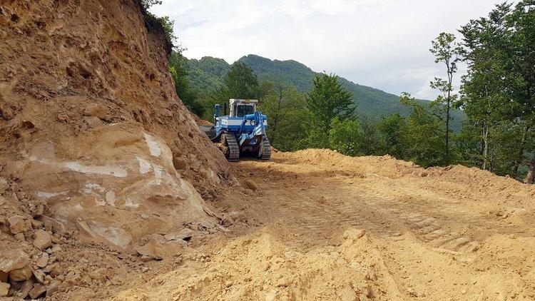 Временният път е готов на 90 %, подготвя се бивак за техниката, база за преработка на скален материал и депо за фракции