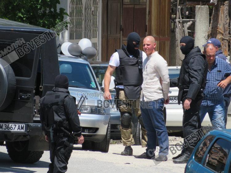 Задържаният младеж се казва Марин, задържан е днес за 24 часа