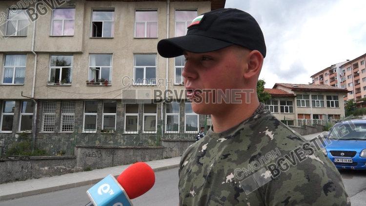 """Марин Николов е на 18 години, завърши Професионалната гимназия по икономика в Смолян, а вчера стана """"звезда"""", след като публично беше арестуван от маскирани полицейски служители"""