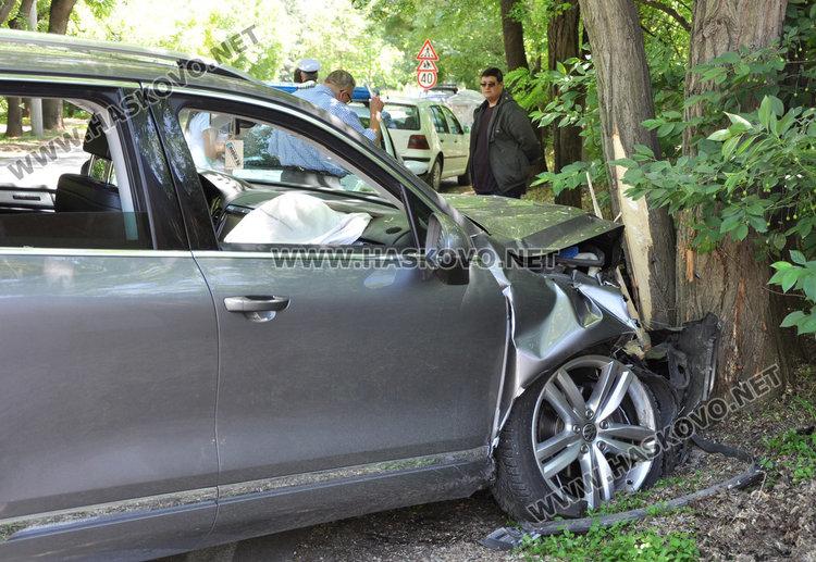 Двама младежи пострадали при катастрофата с абитуриентския джип