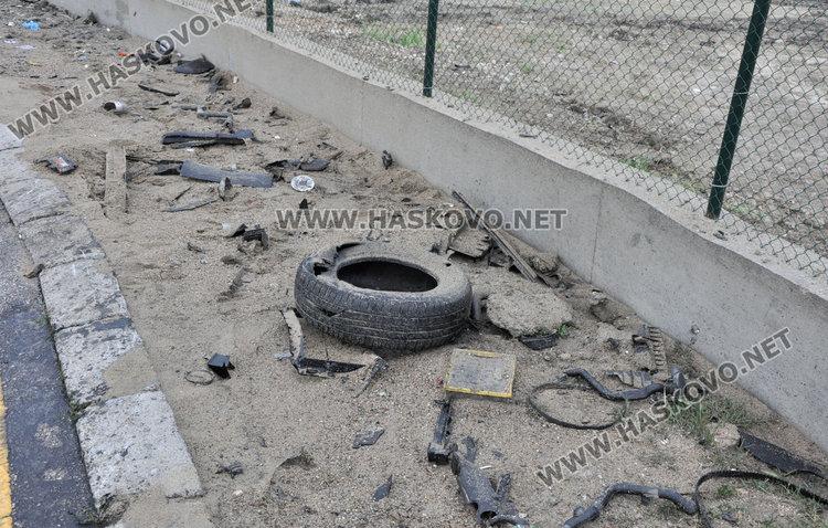 22-годишен загина на място, разбивайки кръговото на Кърджалийска