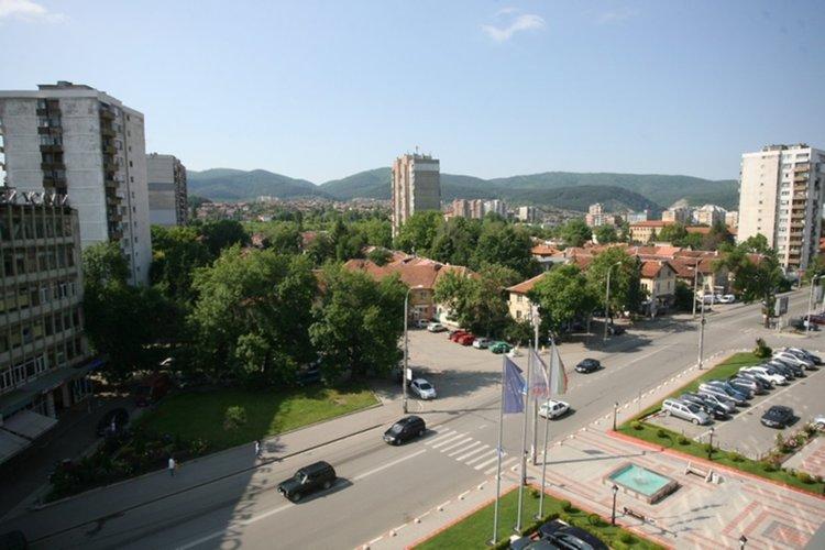 Скандал в строителната гимназия в Перник! Защо освободиха заместник-директора от работа?