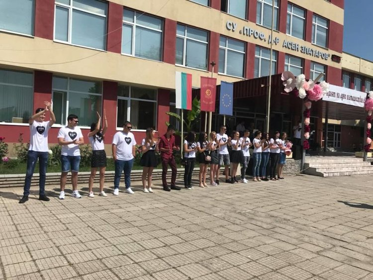 "Невиждан успех по английски език са постигнали зрелостниците на ""Златаров"""