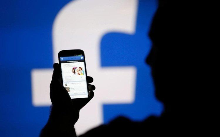 Facebook продавала потребителски данни в тайни сделки с компании