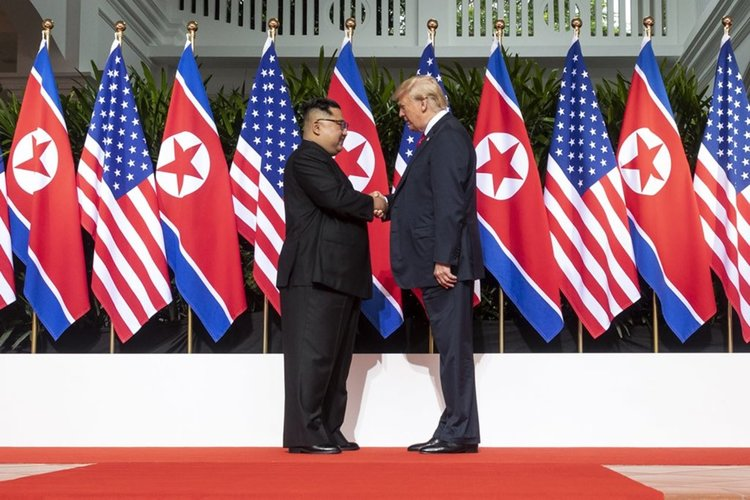Спете спокойно, Северна Корея вече не е ядрена заплаха, обяви Тръмп